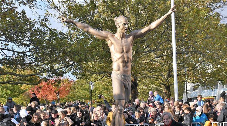 Zlatan'ın heykeline saldırı