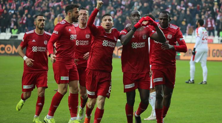 Süper Lig'de uzatma dakikaları nefes kesti
