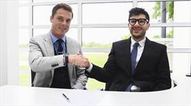 Fulham'da imzalar atıldı