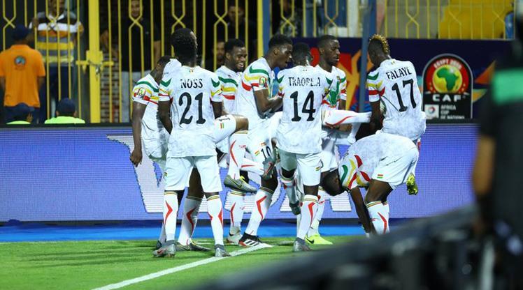 Mali lider turladı