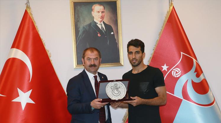 Trabzonspor'dan Vahid Amiri'ye plaket