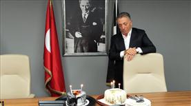 Başkan Çebi'ye doğum günü kutlaması
