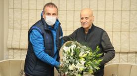 Abdullah Avcı, Ahmet Suat Özyazıcı'yı ziyaret etti