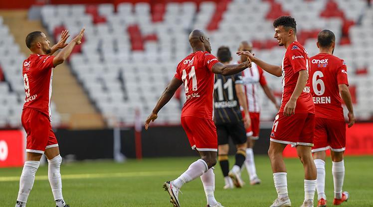 FTA Antalyaspor'a tur bileti Gökdeniz'den