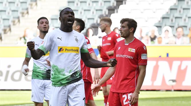 B. Mönchengladbach gol oldu yağdı