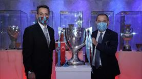 Trabzonspor'un kupası müzedeki yerini aldı