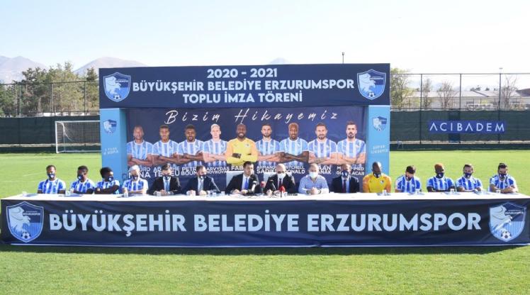 Erzurumspor transferlerini tanıttı