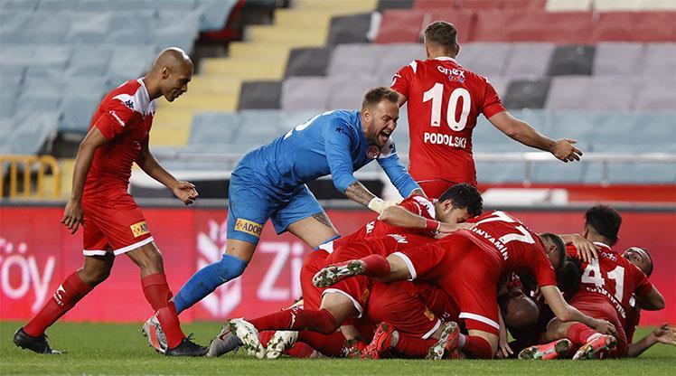 Beşiktaş'ın finaldeki rakibi FTA Antalyaspor oldu