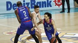 Anadolu Efes play-off'u garantiledi!