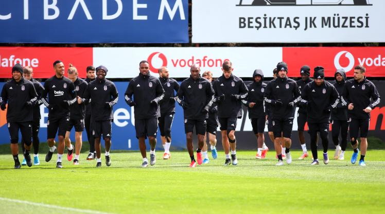 Lider Beşiktaş'ta 4 futbolcu sınırda