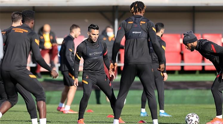 Galatasaray'da Falcao ve Kerem hastaneye kaldırıldı
