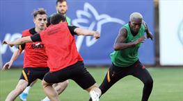 Galatasaray'da Onyekuru antrenmanı tamamlayamadı