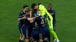 İZLE | Fenerbahçe 90+8'de galibiyete uzandı