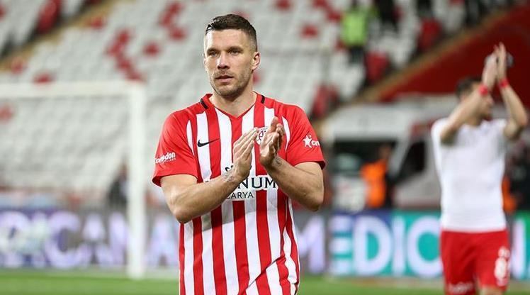Podolski'den teşekkür mesajı