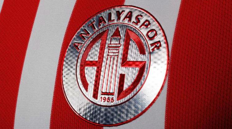 Antalyaspor, 4 futbolcu ile yollarını ayırdı