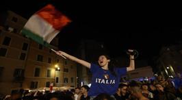 İtalyan taraftarlar şampiyonluğu doyasıya kutladı