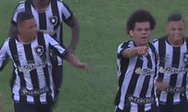 Brezilya'da tribünleri çıldırtan gol!